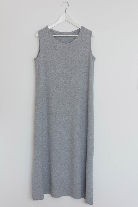 Langes kleid mit schlitz nahen