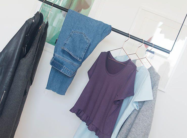 Schnittmuster Damen T-Shirt #swag auf Kleiderbügel