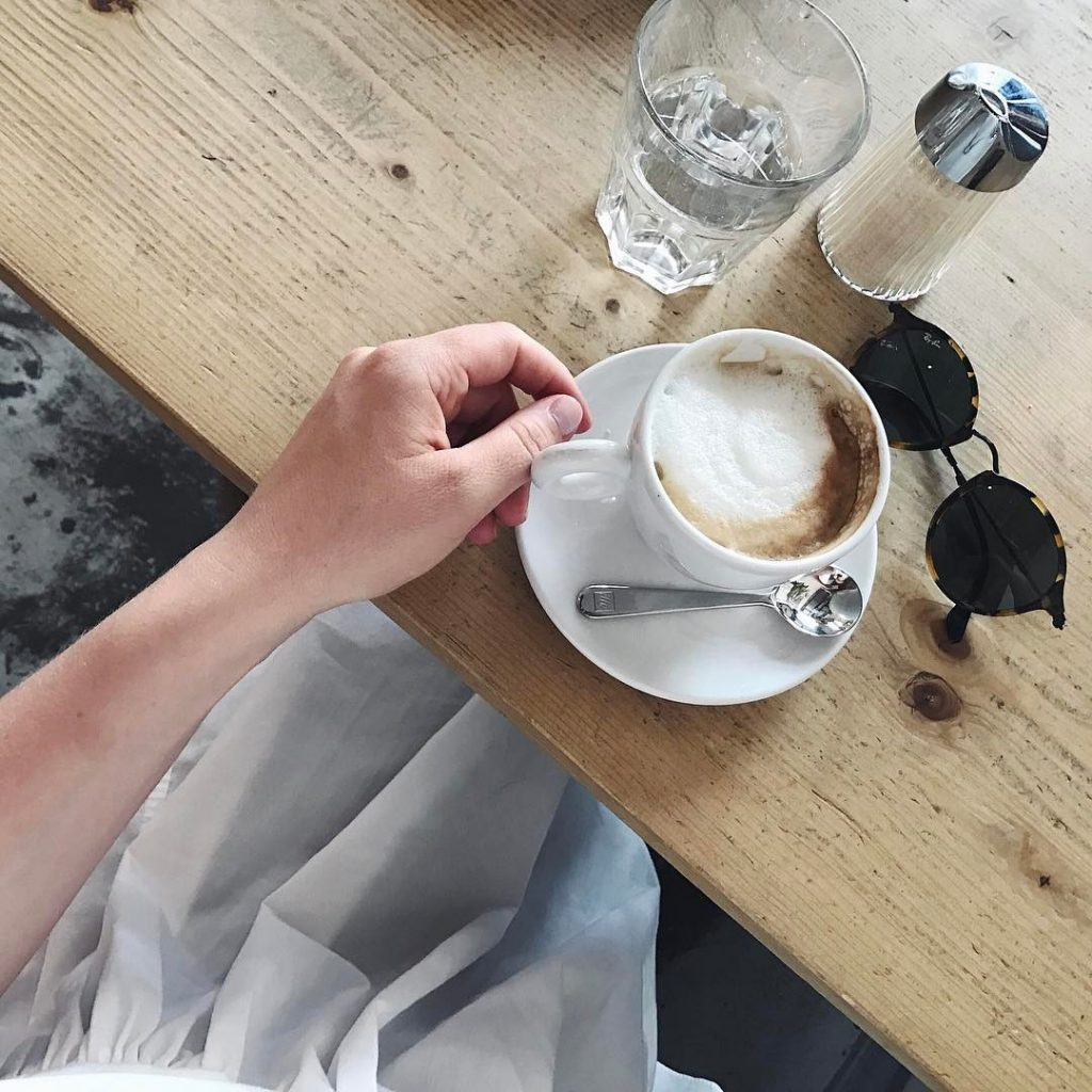 Den Montag mit Kaffee in der selbstgenhten Upcycling Tunika startenhellip