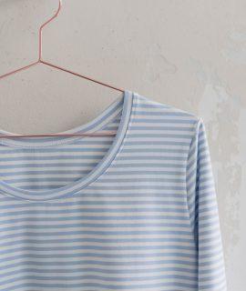 Schnittmuster Damen Langarmshirt #longswag auf Kleiderbügel